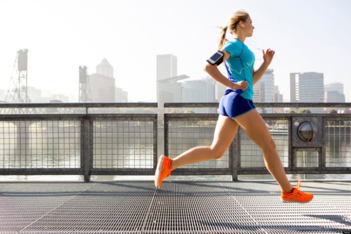 woman-running-with-gear-and-gudgets_mggakr